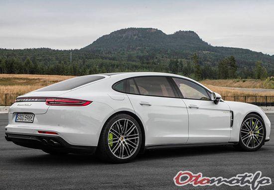 Gambar Porsche PanameraTurboSE-HybridExecutiv