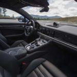 Interior Mobil Porsche Panamera Turbo S E-Hybrid Executive