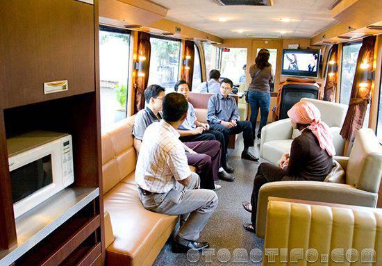 Interior Bus Omah Mlaku