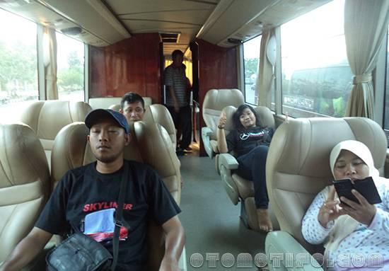 Interior Limo Bus Sumber Alam