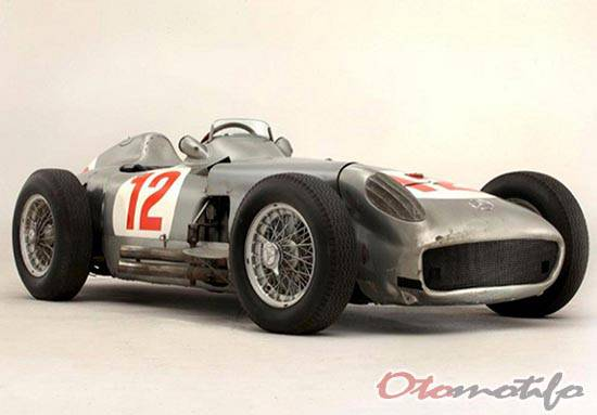 Gambar Mercedes-Benz W196 Silver Arrow