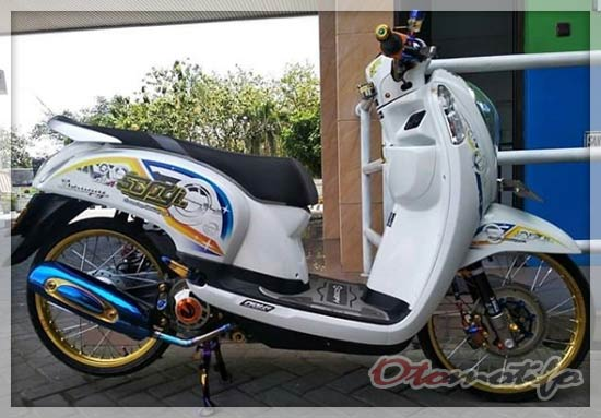 Modifikasi Honda Scoopy Putih