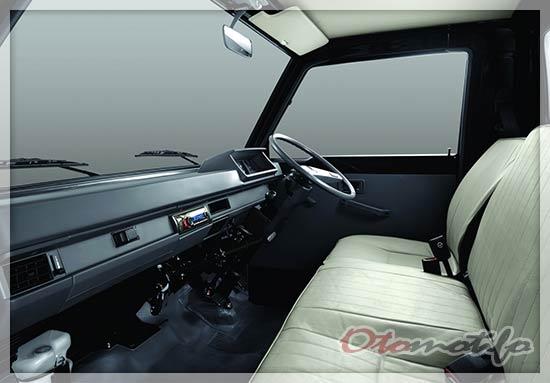 Interior Mitsubishi L300