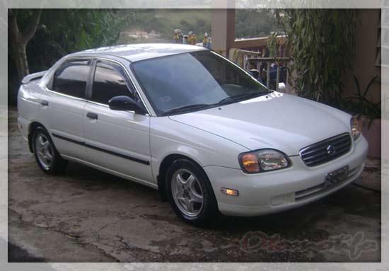 SuzukiBaleno 2001