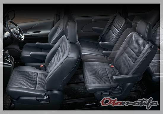 Interior Nissan Serena
