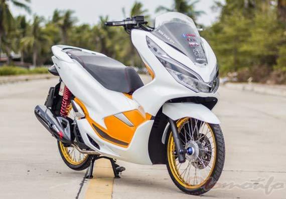 Motor PCX Modif Putih